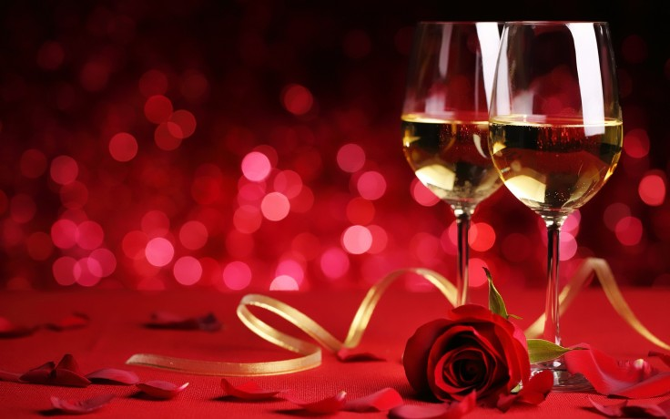 Roses-And-Champagne-Glass-New-Year-2016-Celebration-03225