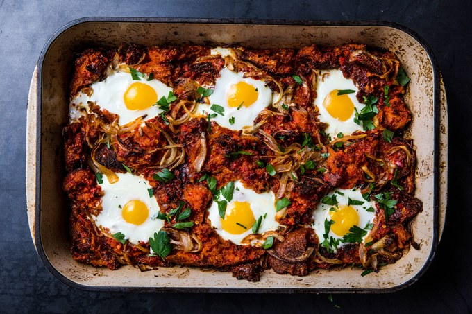 spanish-breakfast-casserole-with-eggs-and-bacon