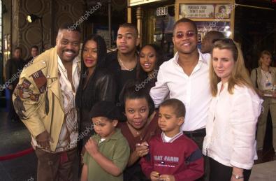 depositphotos_17908439-stock-photo-cuba-gooding-jr-with-family