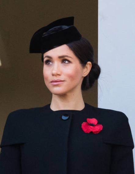 LONDON, ENGLAND - NOVEMBER 11: Meghan, Duchess of Sussex attends the annual Remembrance Sunday memorial on November 11, 2018 in London, England. (Photo by Samir Hussein/Samir Hussein/WireImage)