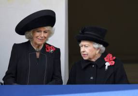LONDON, ENGLAND - NOVEMBER 11: Camilla, Duchess of Cornwall and Queen Elizabeth II attend the annual Remembrance Sunday memorial at The Cenotaph on November 11, 2018 in London, England. The Armistice ending the First World War between the Allies and Germany was signed at Compiegne, France on eleventh hour of the eleventh day of the eleventh month - 11am on the 11th November 1918. This day is commemorated as Remembrance Day with special attention being paid for this yearÕs centenary. (Photo by Karwai Tang/WireImage)