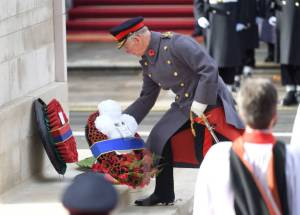LONDON, ENGLAND - NOVEMBER 11: Prince Charles, Prince of Wales lays a wreath during the annual Remembrance Sunday memorial at The Cenotaph on November 11, 2018 in London, England. The Armistice ending the First World War between the Allies and Germany was signed at Compiegne, France on eleventh hour of the eleventh day of the eleventh month - 11am on the 11th November 1918. This day is commemorated as Remembrance Day with special attention being paid for this yearÕs centenary. (Photo by Karwai Tang/WireImage)